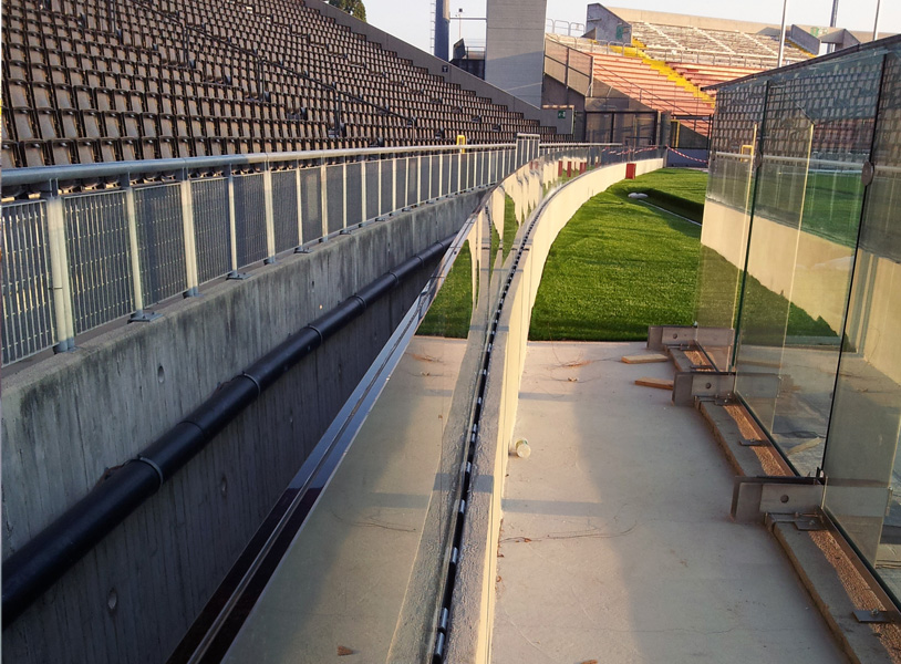 garde corps stade fender stadium verticalit r glable miroiterie de chartreuse. Black Bedroom Furniture Sets. Home Design Ideas